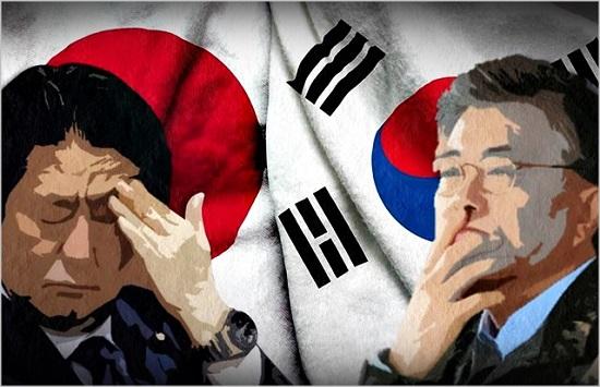 문재인 대통령(오른쪽)과 아베 신조 일본 총리 ⓒ데일리안