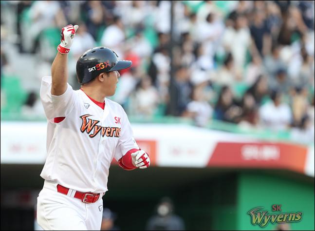 홈런 1위 최정은 산술적으로 34홈런까지 가능하다. ⓒ SK 와이번스