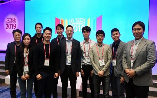 구광모 LG 회장(오른쪽에서 다섯번째)이 지난 4월 미국 샌프란시스코에서 개최된
