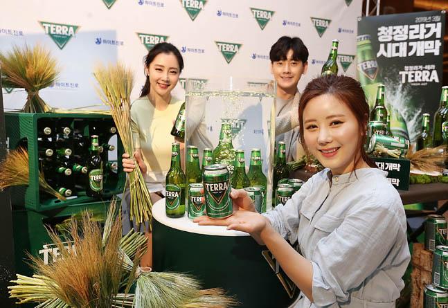 하이트진로가 지난 3월 출시한 '테라' 누적 판매가 200만 상자(약 6000만병, 5월 31일 기준)를 돌파했다.ⓒ하이트진로
