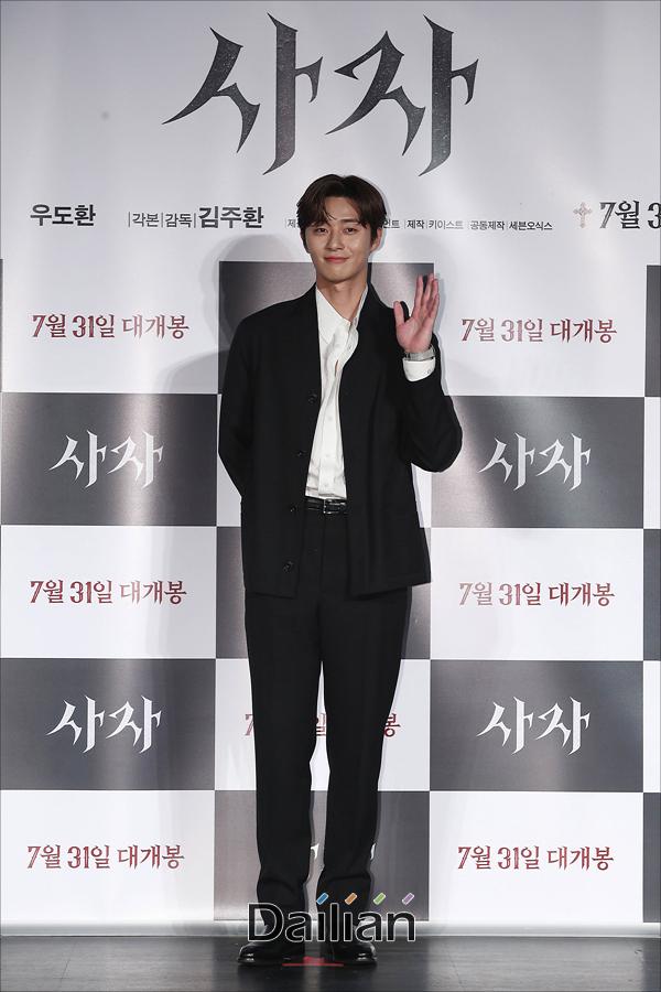 배우 박서준이 26일 오전 서울 광진구 롯데시네마 건대입구에서 열린 영화