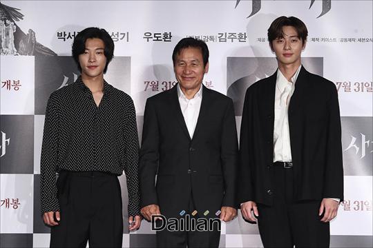 배우 박서준, 안성기, 우도환이 26일 오전 서울 광진구 롯데시네마 건대입구에서 열린 영화