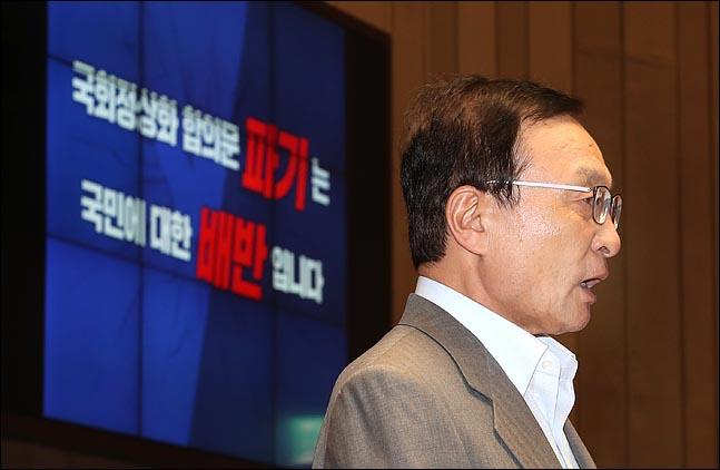 이해찬 더불어민주당 대표가 26일 오후 국회에서 열린 의원총회에서 모두발언을 하고 있다. ⓒ데일리안 박항구 기자