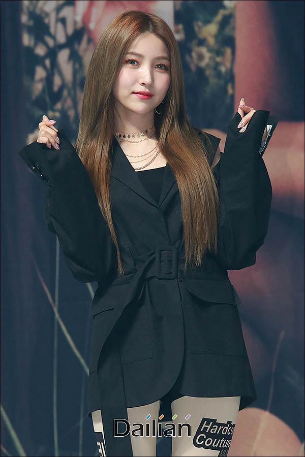 1일 오후 서울 광진구 YES24 라이브홀에서 열린 여자친구 일곱 번째 미니앨범