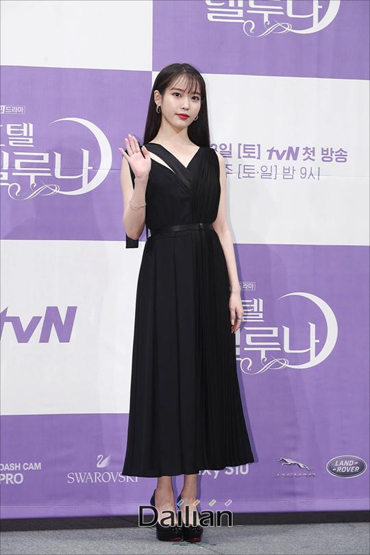 배우 이지은(아이유)이 8일 오후 서울 강남구 임피리얼팰리스에서 열린 tvN토일드라마