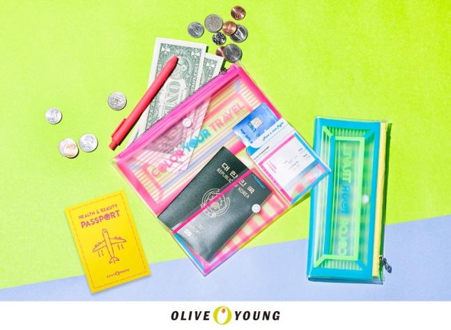 헬스앤뷰티(H&B) 스토어 올리브영은 다용도 여행 지갑을 특가에 한정 수량 제공하는 '멀티 트래블 월렛' 프로모션을 진행한다고 12일 밝혔다. ⓒ올리브영