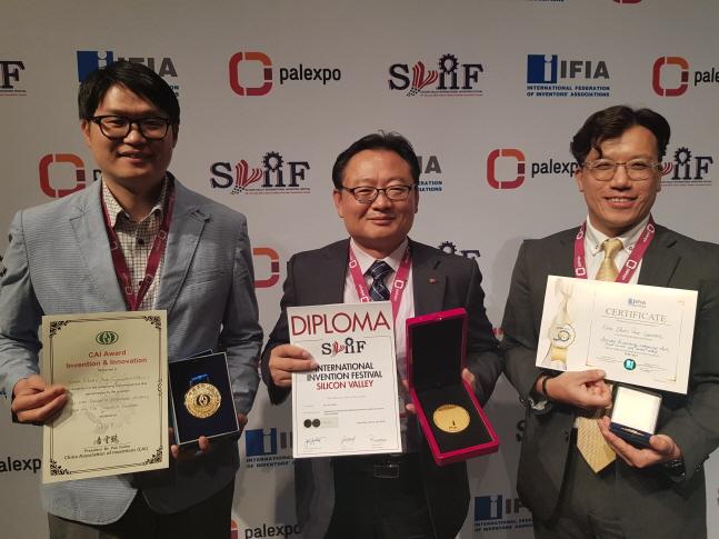 오창수 한국전력 특허부장(가운데)과 발명 직원들이 기념촬영을 하고 있다.ⓒ한국전력
