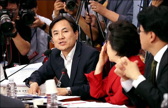 김진태 자유한국당 의원이 지난 8일 국회에서 열린 윤석열 검찰총장 후보자 인사청문회에서 질의를 하고 있다. ⓒ데일리안 박항구 기자