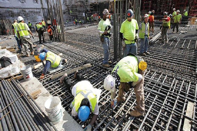 내년도 최저임금이 결정된 가운데 이번 인상이 건설업계는 큰 영향을 주진 않을 것으로 보인다. 사진은 한 건설현장 모습. ⓒ연합뉴스