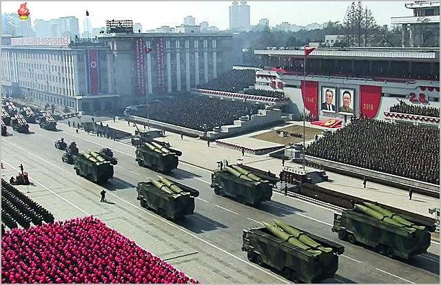 북한이 지난해 2월 열병식에서 미사일 전력을 선보이고 있다. ⓒ조선중앙TV