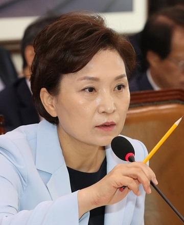 김현미 국토교통부 장관이 12일 오전 열린 국회 국토교통위 전체회의에서 발언하고 있다.ⓒ연합뉴스
