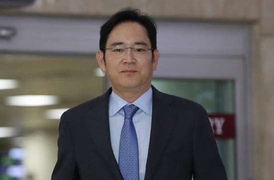 이재용 삼성전자 부회장이 12일 일본 출장을 마치고 서울 강서구 김포국제공항에 도착하고 있다.ⓒ연합뉴스