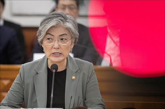 강경화 외교부 장관이 지난 5일 오전 서울 종로구 외교부청사에서 열린 제1차 외교전략조정회의에서 모두발언을 하고 있다. ⓒ데일리안