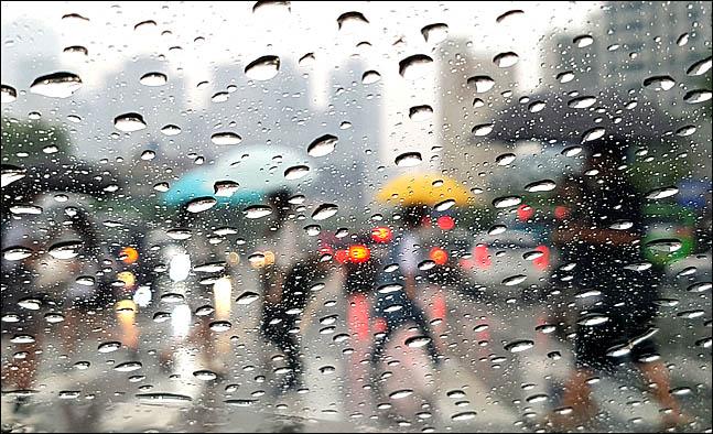 화요일인 16일 전국에 구름 많고 내륙 곳곳에 비가 올 것으로 보인다.(자료사진)ⓒ데일리안 박항구 기자