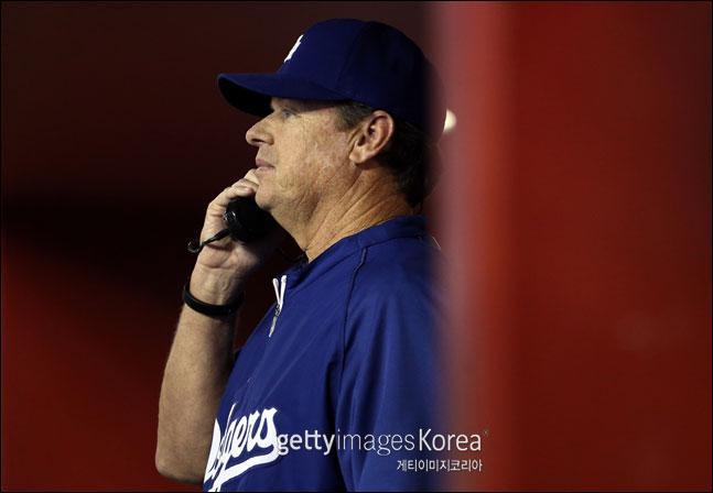 릭 허니컷 다저스 투수 코치는 15일 보스턴전 류현진의 1회 기록을 놓고 메이저리그 사무국에 이의를 제기할 예정이다. ⓒ 게티이미지