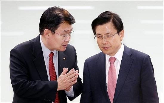 자유한국당 황교안 대표(오른쪽)와 정용기 정책위의장. ⓒ데일리안 박항구 기자