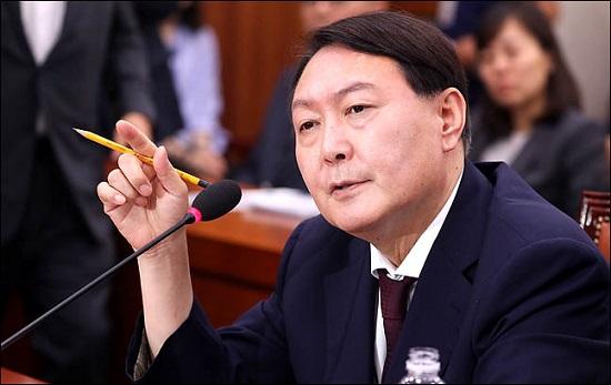 윤석열 검찰총장 후보자가 지난 8일 국회에서 열린 인사청문회에서 의원들의 질의에 답변하고 있다. ⓒ데일리안 박항구 기자