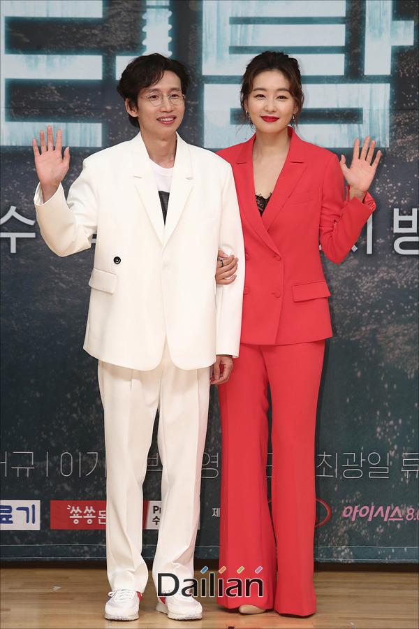 배우 박진희, 봉태규가 16일 오후 서울 양천구 SBS목동사옥에서 열린 수목드라마