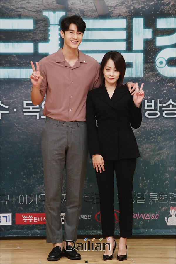 배우 이기우, 류현경이 16일 오후 서울 양천구 SBS목동사옥에서 열린 수목드라마