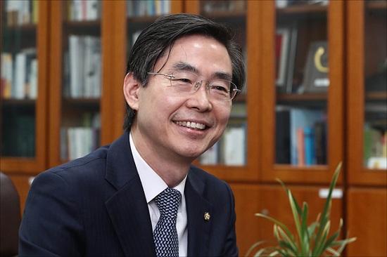 조경태 자유한국당 수석최고위원(사진)은 17일 오전 KBS라디오에 출연해 한일 무역분쟁 해결을 위해 외교력 높은 인물의 대일 특사 파견을 거듭 주장했다. ⓒ데일리안 홍금표 기자