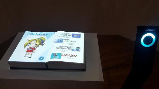 서울 종로구 아트선재센터에 마련된 넥슨 '게임을 게임하다/invite you_' 기획 전시장에 17일 '퀴즈퀴즈'의 역사를 볼 수 있는 인터랙티브 북이 설치돼 있다.ⓒ데일리안 김은경 기자