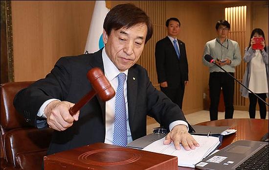 이주열 한국은행 총재가 금융통화위원회 본회의를 주재하고 있다. ⓒ데일리안 류영주 기자