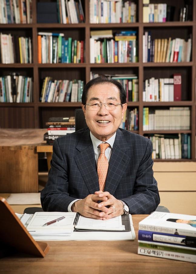 윤동한 한국콜마 회장은 평소