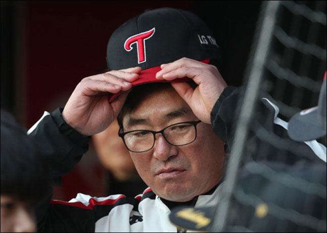 올 시즌 두산을 상대로 고전을 면치 못하고 있는 LG 류중일 감독. ⓒ 연합뉴스
