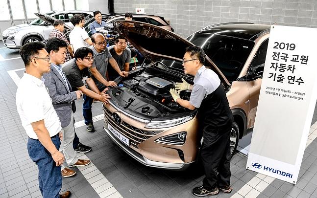 19일 현대차 천안글로벌러닝센터에서 '전국 교원 자동차 기술 연수'가 진행되고 있다. ⓒ현대자동차