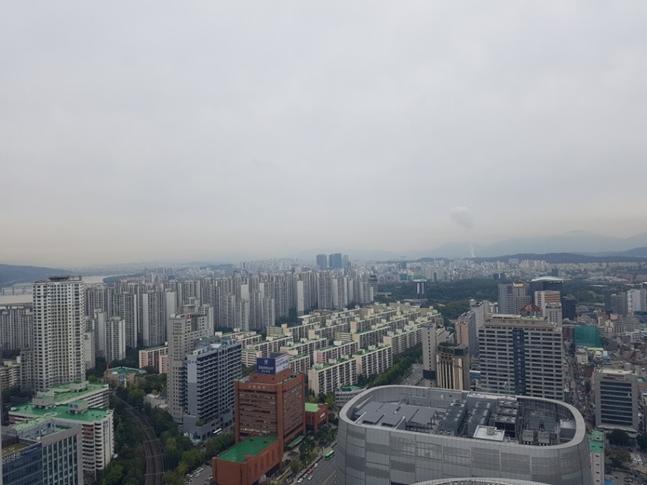 서울 강동구 부동산 시장의 약세 진동이 조금씩 세지고 있다. 사진은 서울 강동구와 송파구 일대 아파트단지 전경. ⓒ권이상 기자