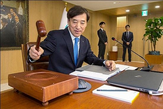 이주열 한국은행 총재가 금융통화위원회 본회의를 주재하고 있다. ⓒ데일리안