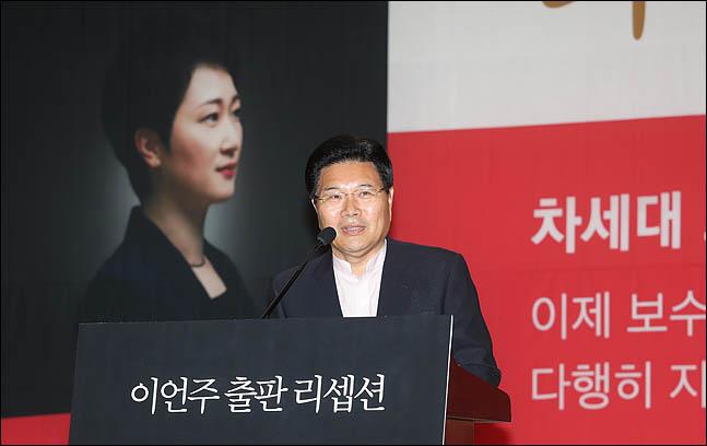 홍문종 우리공화당 공동대표가 22일 오후 의원회관에서 열린 이언주 무소속 의원의