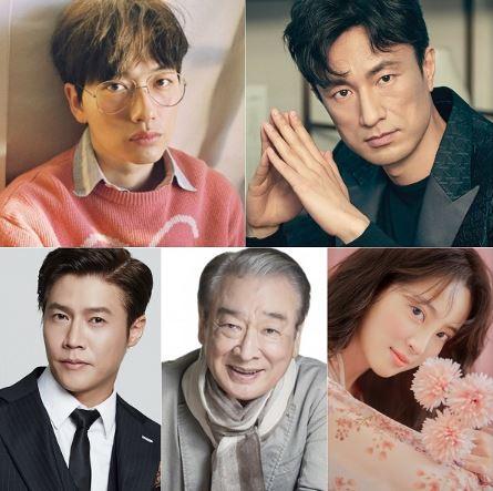 개성파 배우 5인 이동휘, 김병철, 박호산, 이순재, 정혜성이 tvN '쌉니다, 천리마마트'로 한데 모였다. 어디서도 볼 수 없는, 듣기만 해도 기대되는 조합의 5인방은 '찰떡 캐스팅'으로 벌써부터 화제를 모으고 있다.ⓒ 이동휘(화이브라더스), 김병철(하이컷), 박호산(더프로액터스), 이순재(SG연기아카데미), 정혜성(제이와이드컴퍼니)