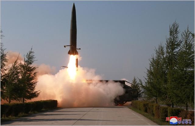 북한이 지난 5월 평양 북쪽 미사일 기지에서 발사한 신형미사일 발사장면 ⓒ조선중앙통신