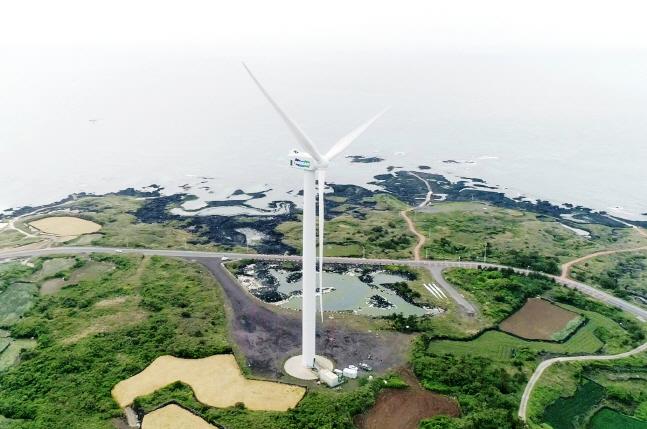 제주 김녕실증단지에 설치된 두산중공업 5.5MW급 해상풍력시스템 전경. ⓒ두산중공업