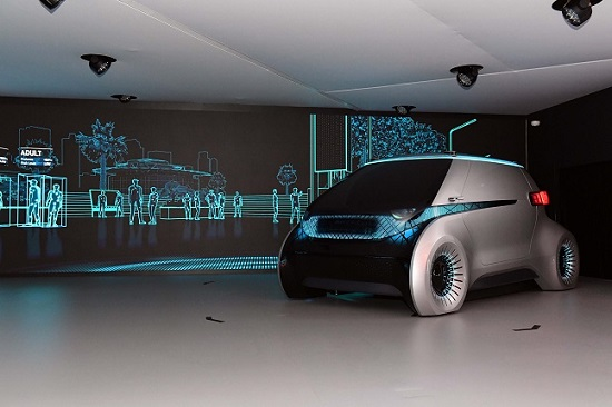 현대모비스가 지난 1월 美 라스베가스에서 공개한 미래차 컨셉 '엠비전'에 카메라 모니터 시스템이 장착되어 있는 모습 ⓒ현대모비스