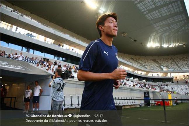 황의조가 보르도 유니폼을 입고 데뷔골을 성공시켰다. 보르도 트위터 캡처.