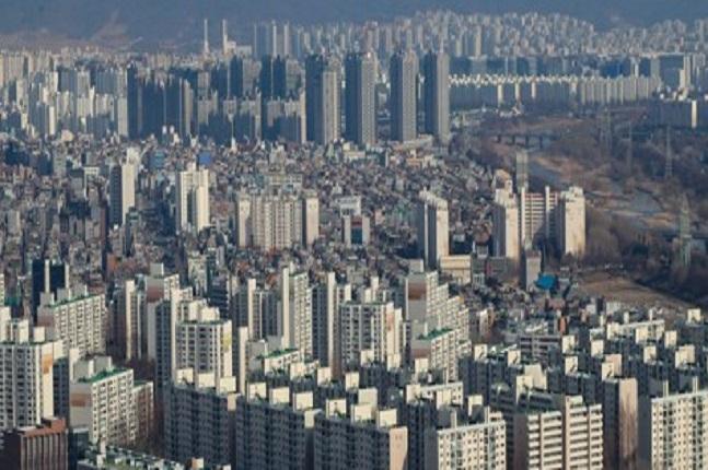 민간택지 분양가상한제가 내주 당정협의를 거쳐 최종 발표될 예정이다. 사진은 서울의 한 아파트 밀집지역 모습. ⓒ연합뉴스