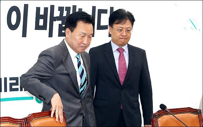 손학규 바른미래당 대표와 장진영 대표비서실장이 최고위원회의를 준비하고 있다. ⓒ데일리안 박항구 기자