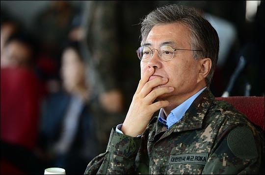 12일에도 문재인 대통령의 대북 메시지는 없었다. 최근 북한이 잇따라 미사일 도발을 감행한데 이어 11일에는 외무성 명의로