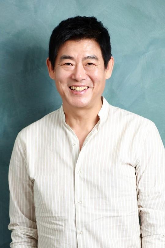 배우 성동일이 조인성, 박보검, 뷔(김태형) 등 후배들과친분을 언급했다.ⓒ(주)에이스메이커무비웍스