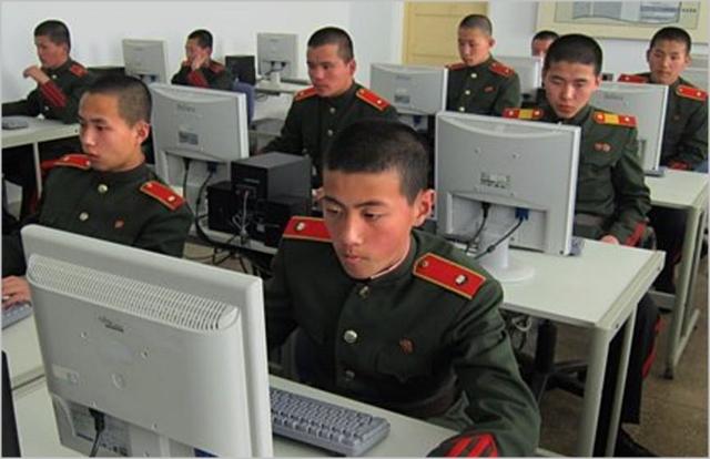 북한 학생들이 컴퓨터 교육을 받고있다. ⓒAP통신