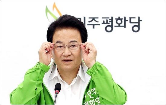 정동영 민주평화당 대표가 7일 오전 국회에서 열린 최고위원회의에서 발언을 하며 안경을 만지고 있다. ⓒ데일리안 박항구 기자