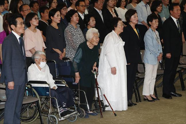 14일 서울 마포구 백범김구기념관에서 일본군 위안부 피해자인 김경애, 이옥선, 이용수 할머니가 참석한 가운데 2019년 일본군 위안부 피해자 기림의 날 행사가 열리고 있다. ⓒ데일리안 홍금표 기자