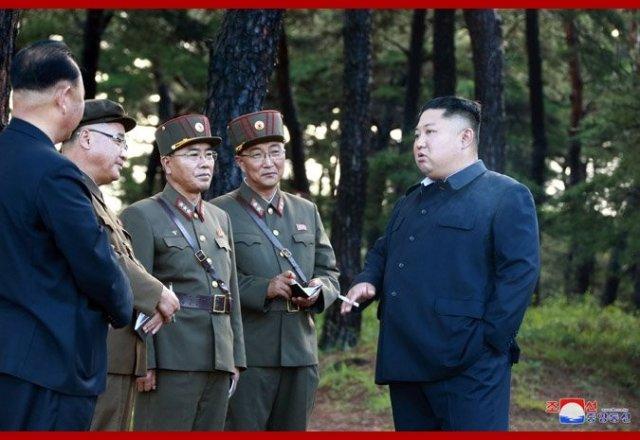 김정은 북한 국무위원장이 16일 시험사격을 지도했다고 조선중앙통신이 17일 보도했다.ⓒ조선중앙통신