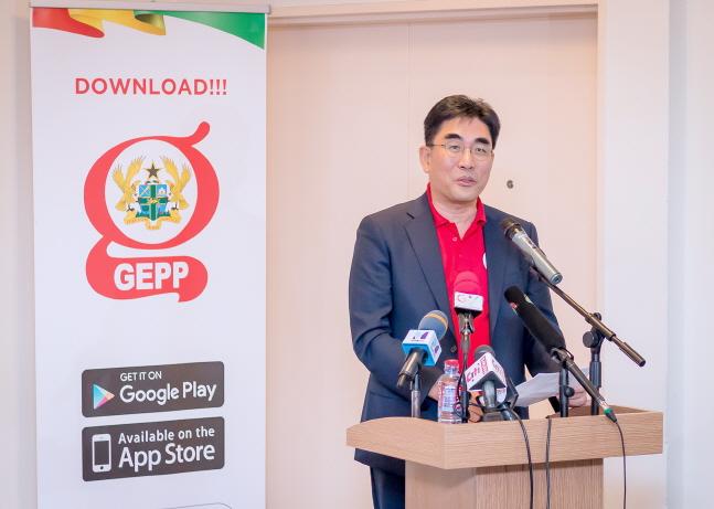 이동면 KT 미래플랫폼사업부문장(사장)이 지난 14일(현지시간) 가나 수도 아크라 아크라시티 호텔에서 개최된 'GEPP 가나' 출시행사에서 인사말을 하고 있다.ⓒKT