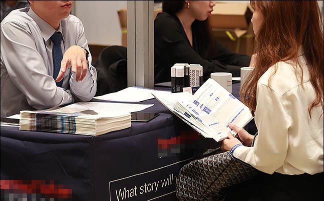 올 하반기 기업들의 대졸 신입사원 채용 규모가 지난해보다 큰 폭으로 줄어들 것이라는 전망이 나왔다.(자료사진) ⓒ데일리안 류영주 기자