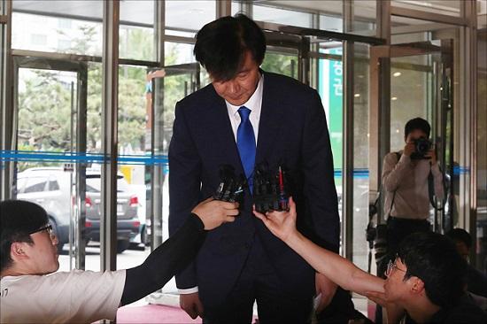 조국 법무부 장관 후보자가 한 차례의 강의도 하지 않고 서울대학교로부터 월급을 수령한 것으로 19일 확인됐다. ⓒ데일리안 홍금표 기자