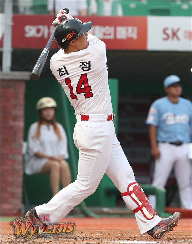 통산 홈런 공동 5위에 오른 최정. ⓒ SK 와이번스