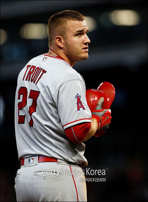 한 시즌 개인 최다 홈런 기록을 갈아치운 트라웃. ⓒ 게티이미지